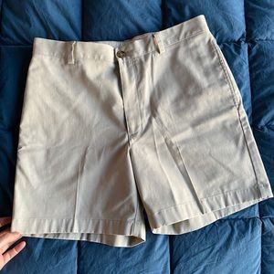 NWOT LL Bean Classic Fit chino shorts